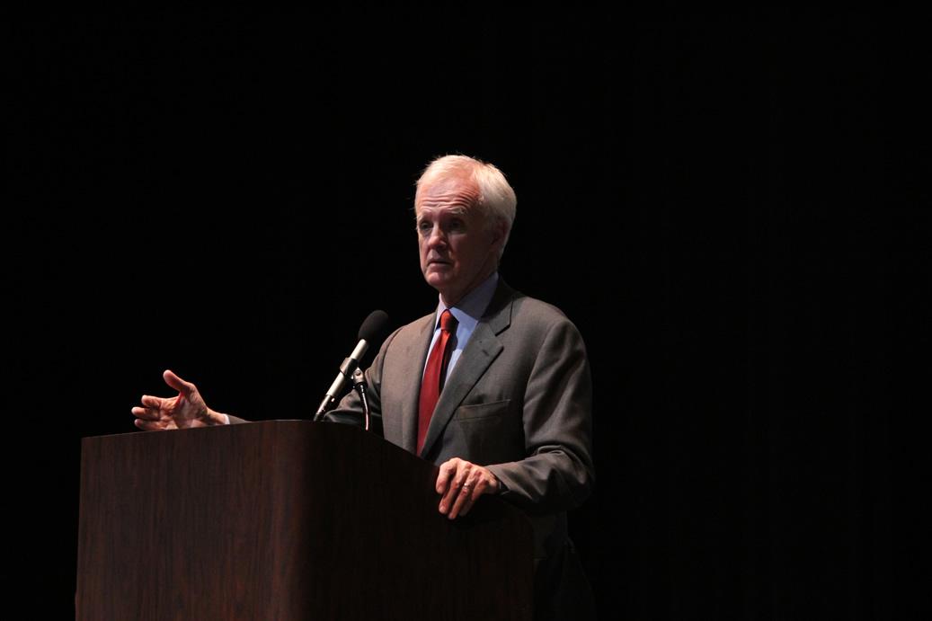 Senator Kerrey Speaks to Delegates, Fields Questions